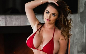 Snapchat Babe of the Month: UK Pornstar Sophie Dee