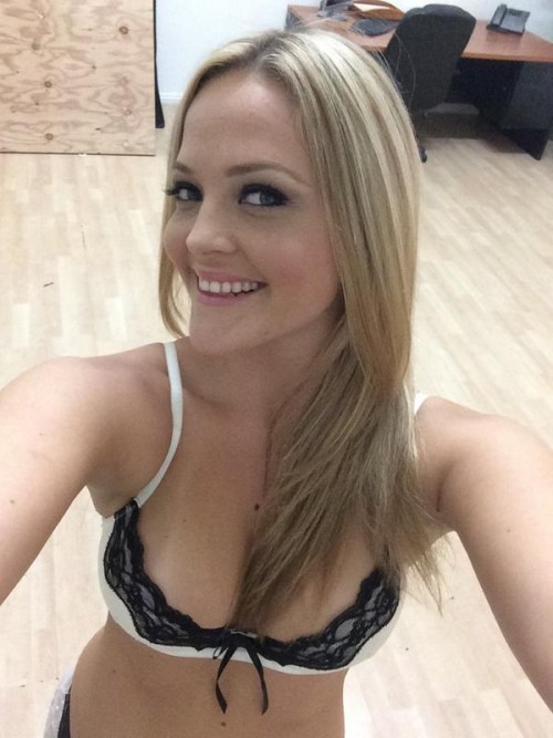 ALEXIS TEXAS sexy snaps and nude selfies