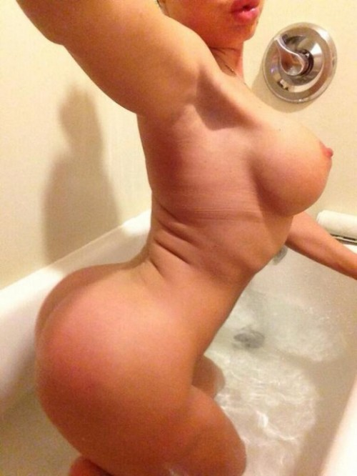 NIKKI DELANO sexy snaps and nude selfies