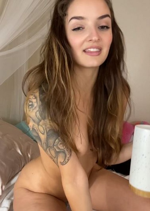 TILLY TOY sexy snaps and nude selfies